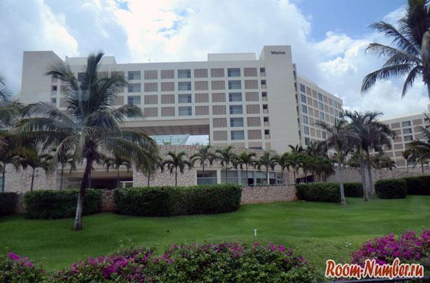В курортной части города расположены одни отели