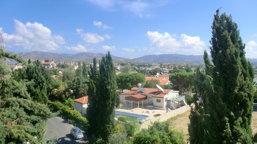 Вид с балкона на горы