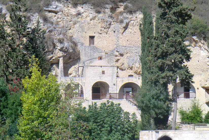 В той статье забыли сказать про этот чудесный монастырь в скале