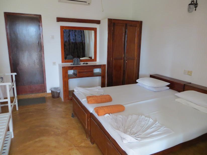 недорогой отель в Хиккадуве