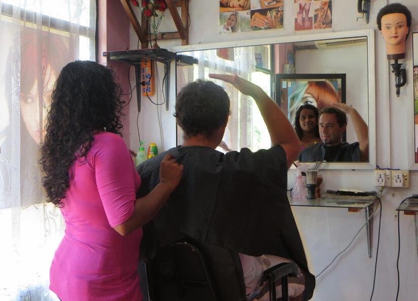 Парикмахерская на Шри Ланке. Где постричься в Унаватуне и сколько это стоит
