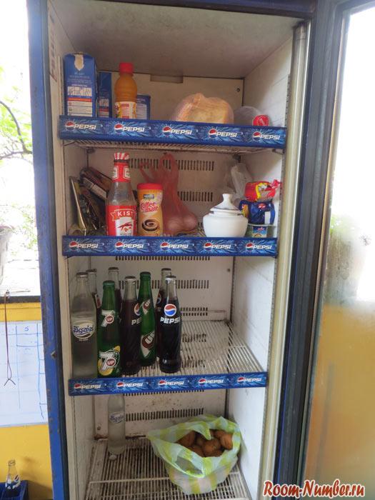Наш холодильник с продуктами на Шри Ланке