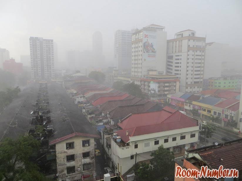 На фото Куала-Лумпур во время дождя