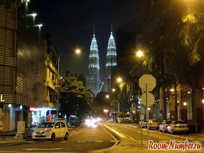 Куала-Лумпур фото башенй Петронас ночью