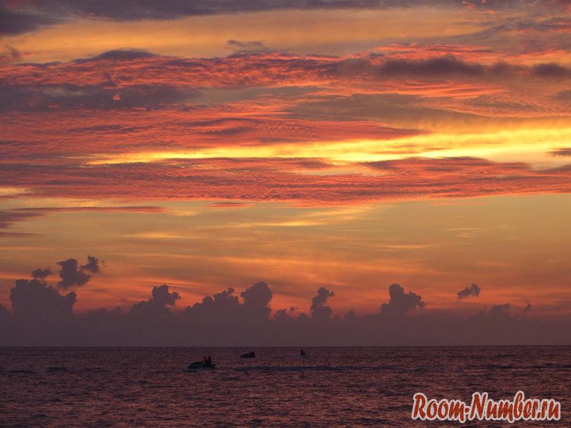 Пляж на острове Лангкави во время заката