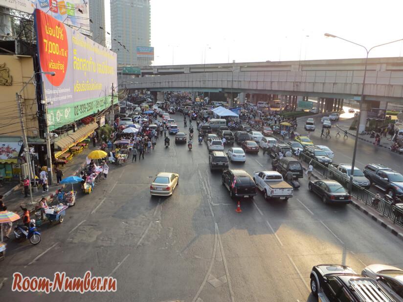 Бангкок сегодня: демонстрации в районе парка Чатучак. Фото и видео с места событий