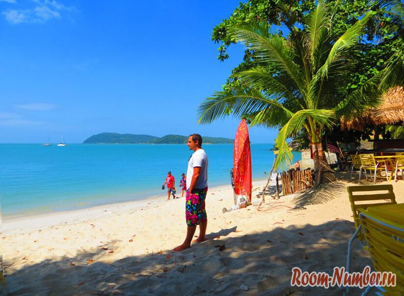 На пляже острова Лангкави