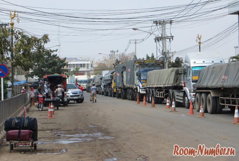 грузовики на границе