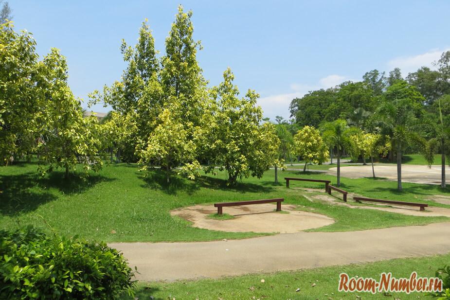 Парк в Краби тауне — Thara Park: тенистый сквер для спокойного отдыха в городе