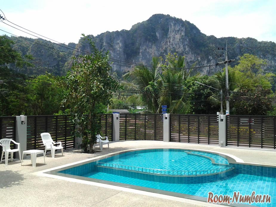 Ao Nang Miti Resort в Краби, бассейн с видом на горы
