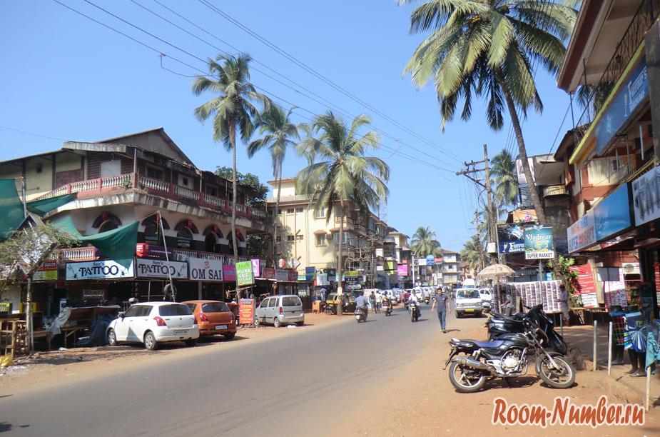 Калангут — популярнейший курорт в северном Гоа. Фото города и пляжа
