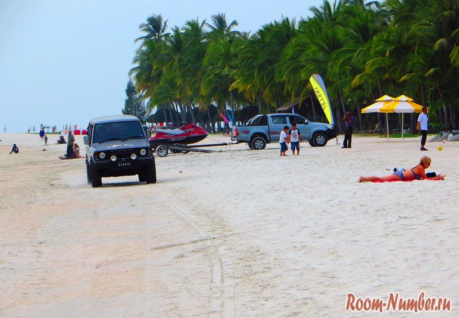 машины на пляже