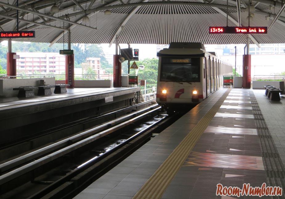 Поезд в метро в Куала Лумпур