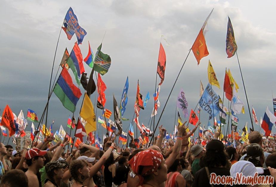 Нашествие, флаги