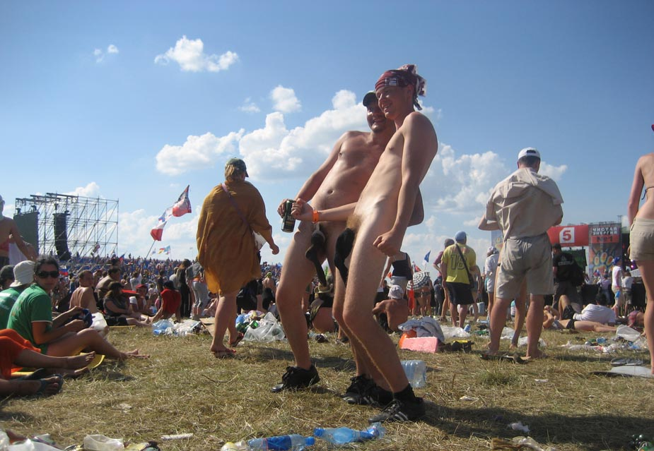 Рок-фестиваль Нашествие, голые мужики