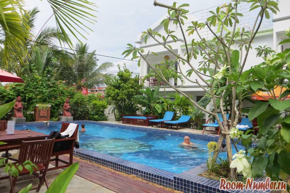 Бассейн Ropanha Boutique Hotel