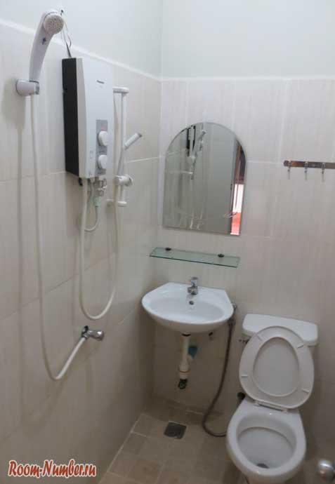 Туалет и душ в Zana