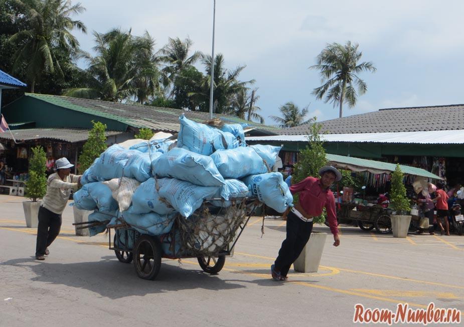 Телега на границе с Камбоджей