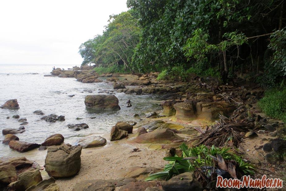 Дикий пляж в Сиануквиле, правая сторона