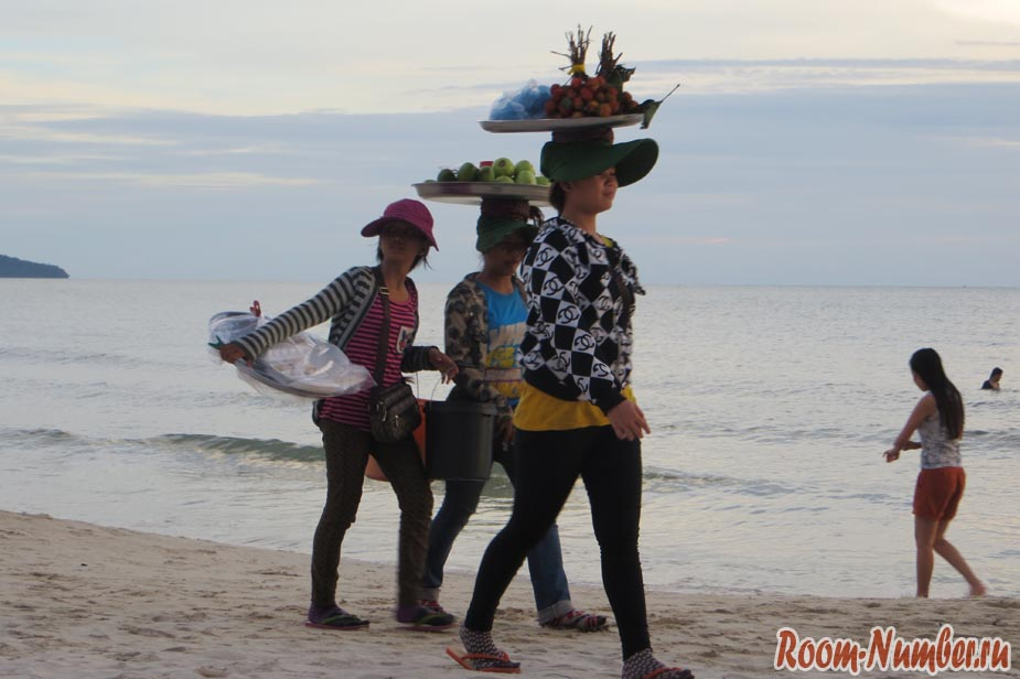 торговце на пляже в сиануквиле