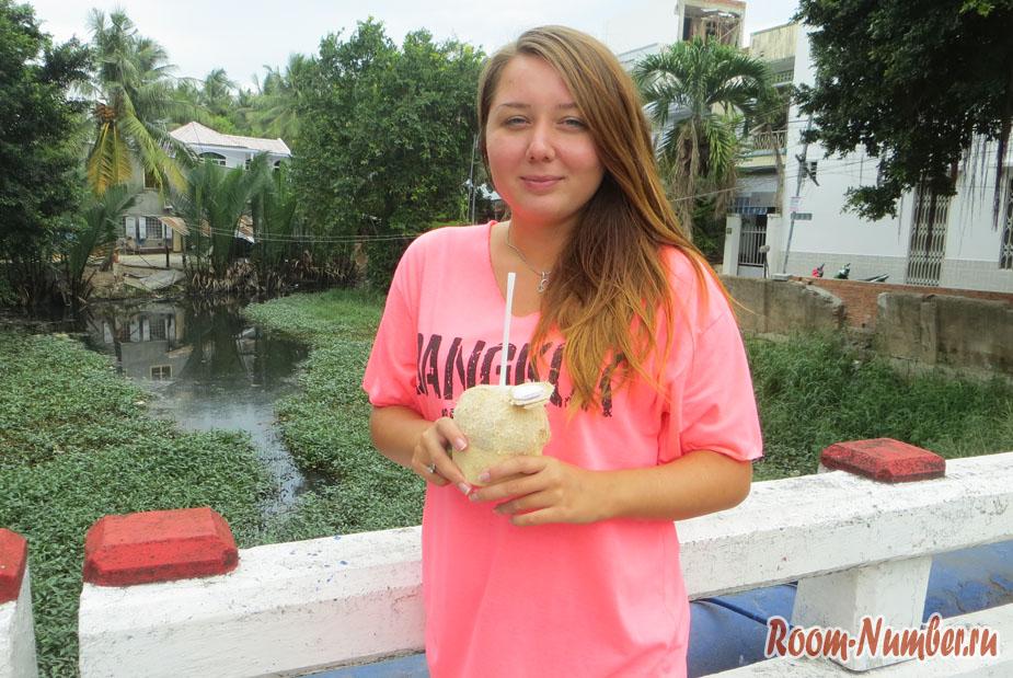 Сколько стоят кокосы в Нячанге на улице