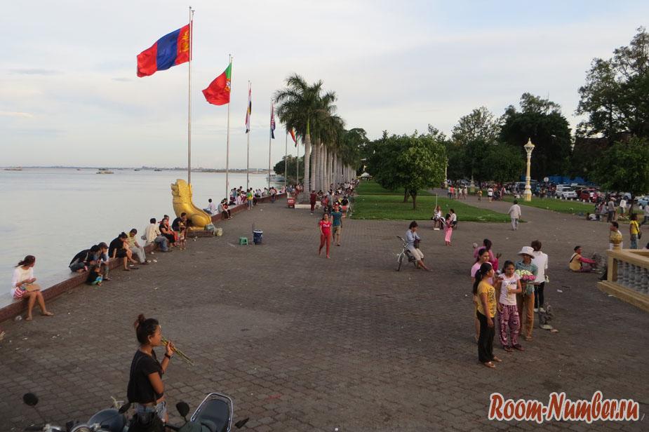Набережная Сисоват в Пном-Пене. Любимое место отдыха столичных жителей