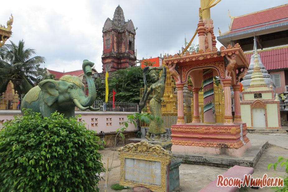 Неизвестный храм-помойка в центре Пномпеня