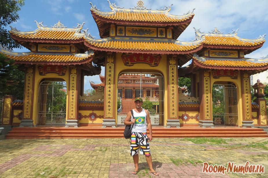 Chua My Khe. Храм на пляже Микхе в Дананге