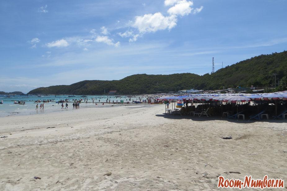 Лежаки на пляже ко лан та ваен