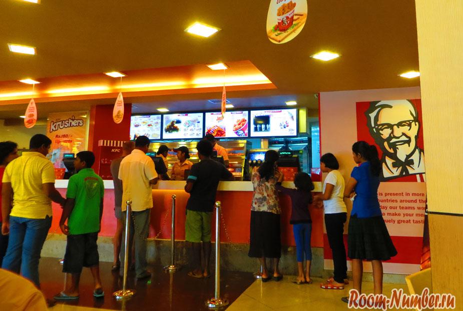 Фастфуд в Шри Ланке. Где покушать гамбургеры и картошку фри в Унаватуне