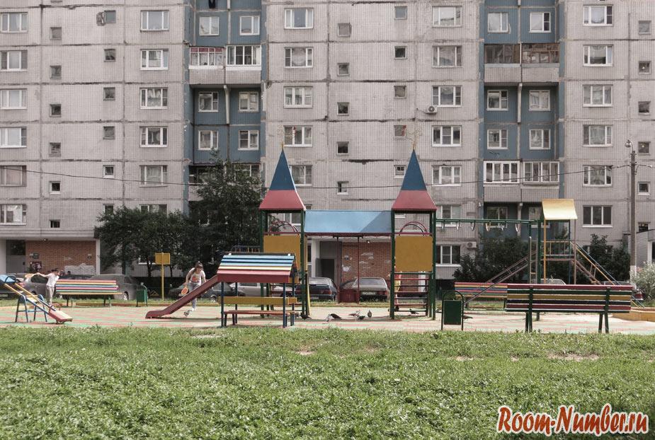 сколько денег нужно в россии в месяц