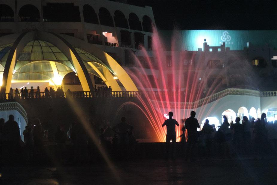 Шоу фонтанов в отеле голден файв