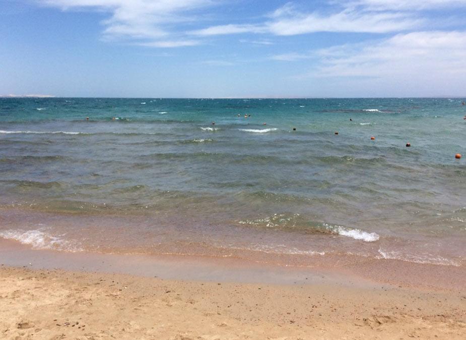 море и пляж в парадайс голден файв и Hotel Emerald Beach Resort