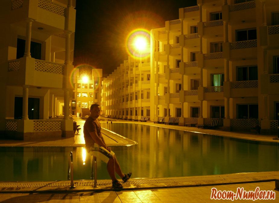Hotel Emerald Beach Resort фото возле бассейна