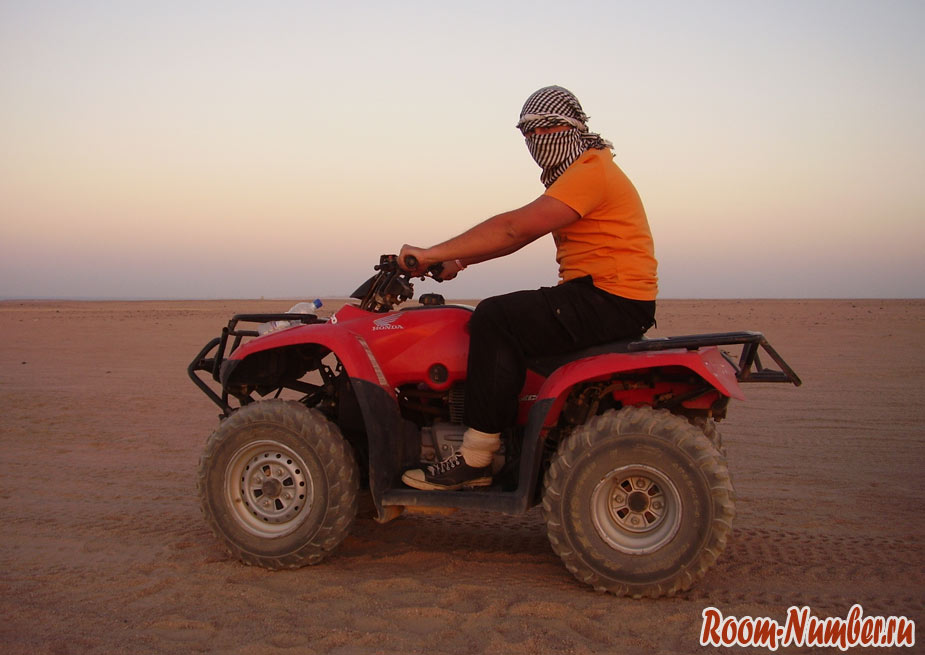 На квадроциклах по пустыне в Египте