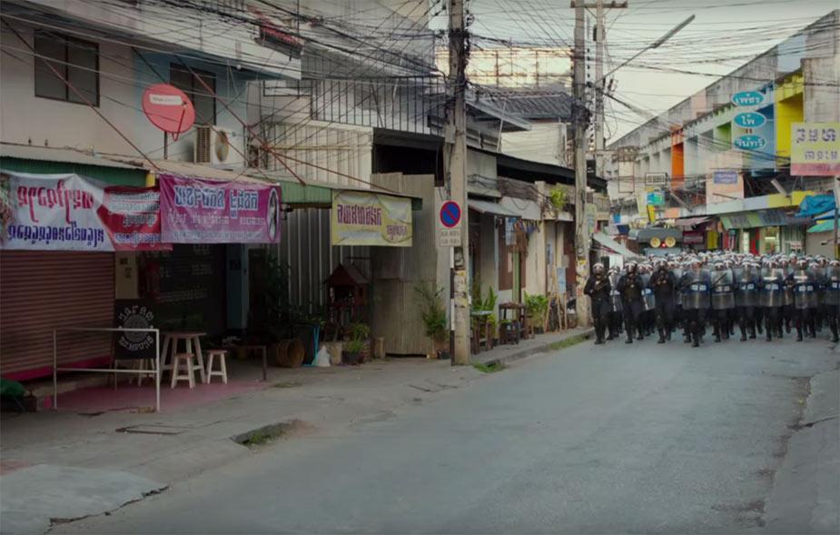 выхода нет - кадр из фильма с отрядом полиции