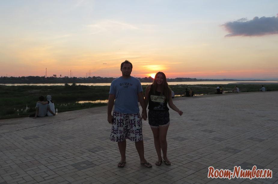 Набережная Меконга во Вьентьяне и парк Chao Anouvong