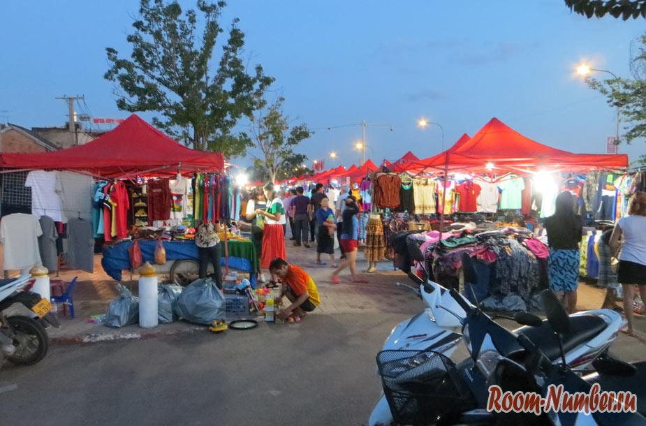 Вечерний рынок во Вьентьяне