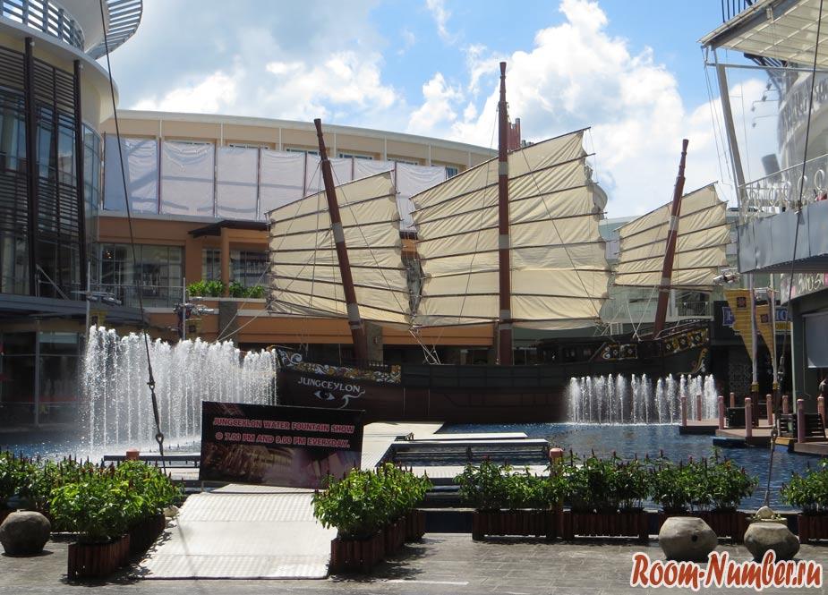 корабль и фонтан в Jung ceylon