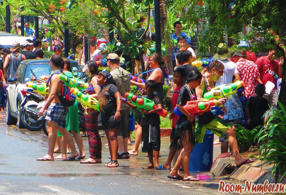 songkran-phuket-04