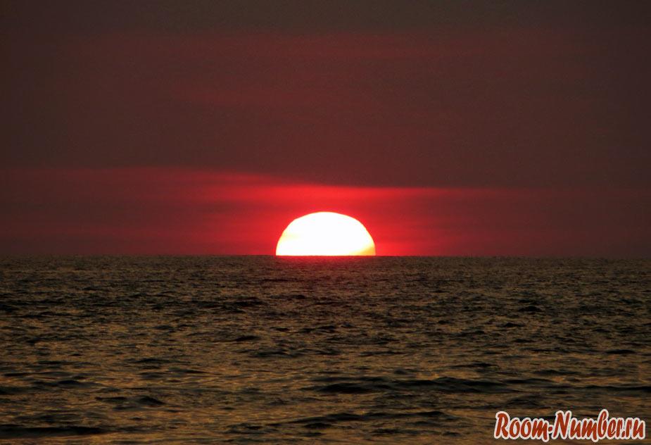 Красивый и необычный закат на Пхукете