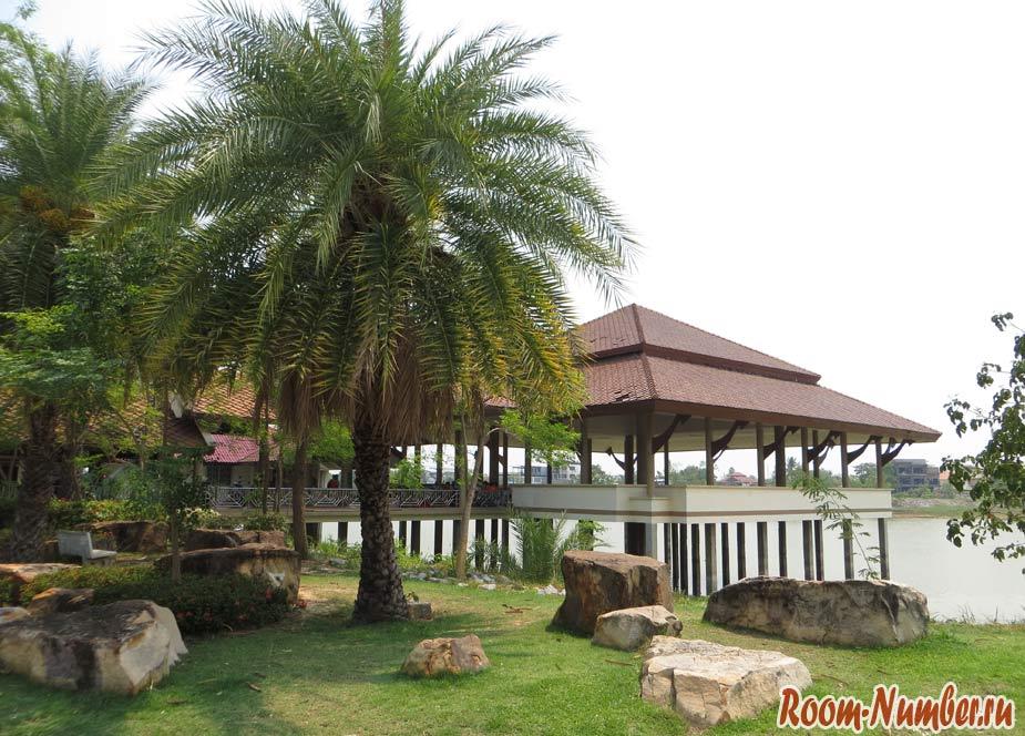 Парк Nong Sim и храм Wat Si Khun Muang в Удонтхани