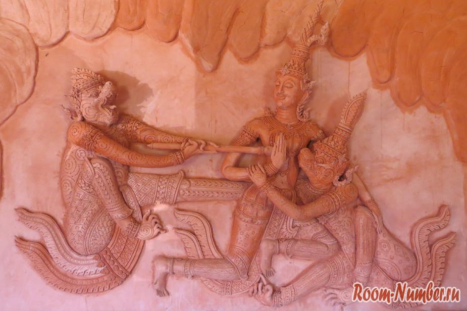 Красный Храм Wat Ratchathammaram