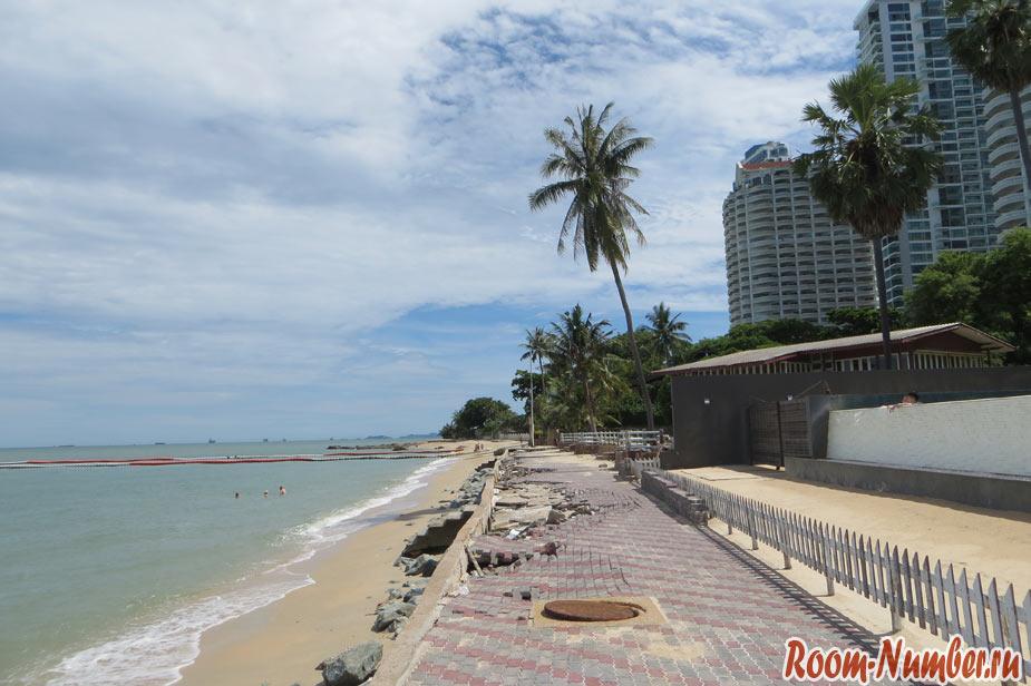 размытая набережная на пляже wongamat