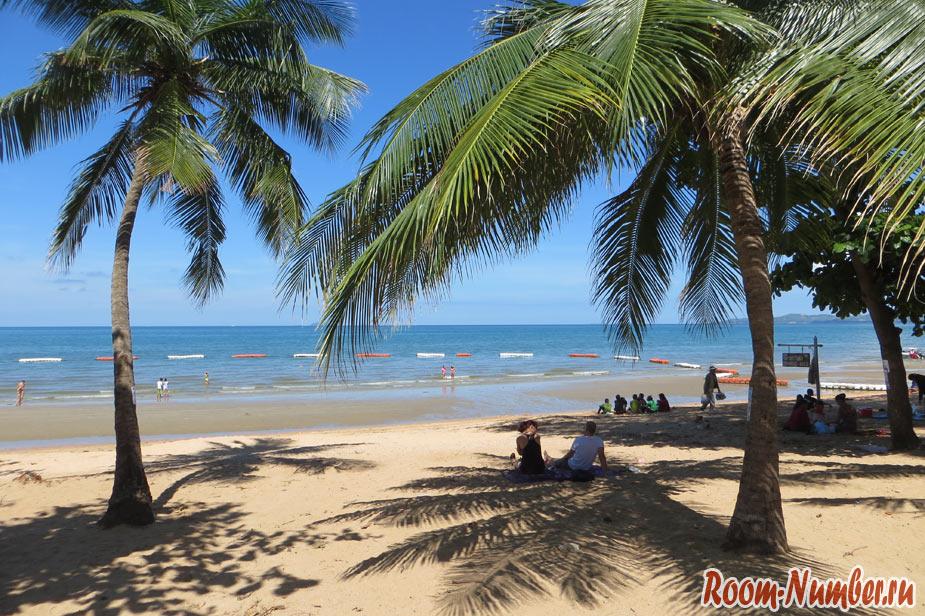 фото пляжа джомтьен в солнечную погоду