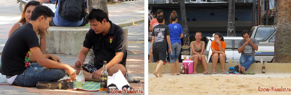 тайцы пьют виски на джомтьене