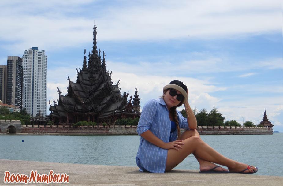 Пляж Вонг Прачан в Паттайе с видом на рам истины