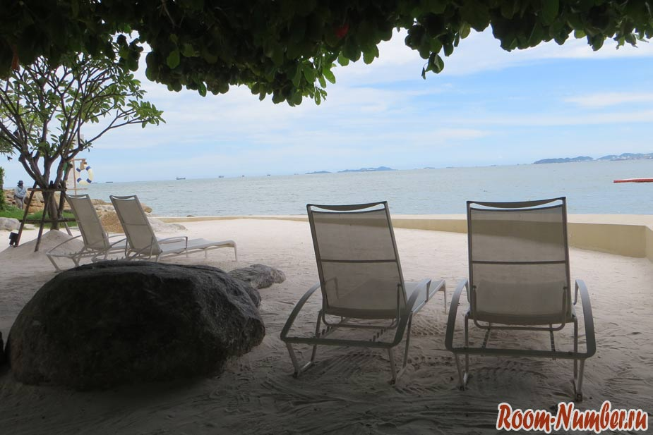crescent-moon-beach-pattaya-02