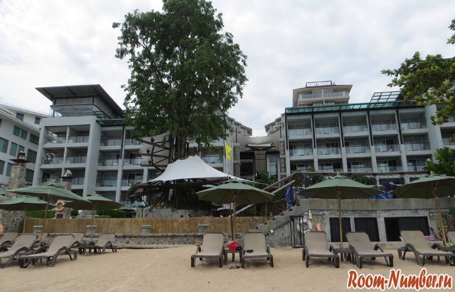 crescent-moon-beach-pattaya-03