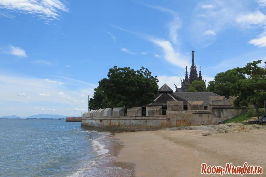 crescent-moon-beach-pattaya-04